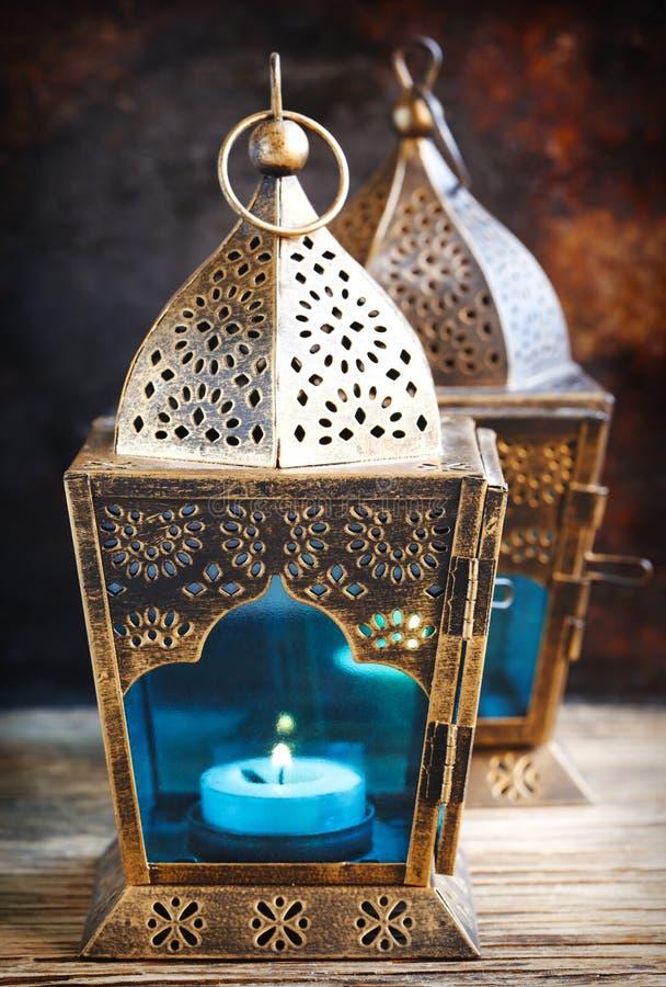 Lanternes de l'arabe d'or photo stock