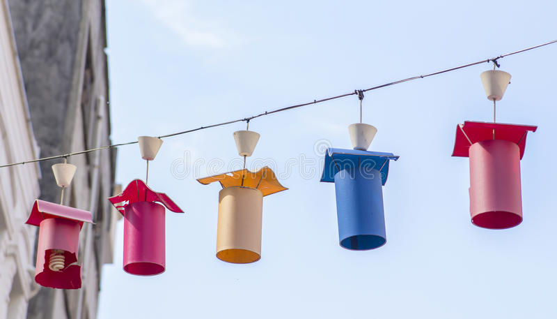 Lanternes de rue de paysage urbain de fond dans Kadiköy photos stock