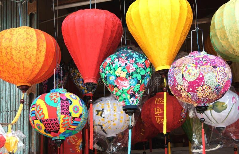 Lanternes en soie multicolores chinoises, Hoi An, Vietnam images stock