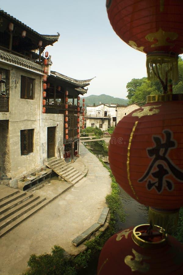 Lanternes et maisons de thé faisant face à un fleuve, porcelaine images libres de droits