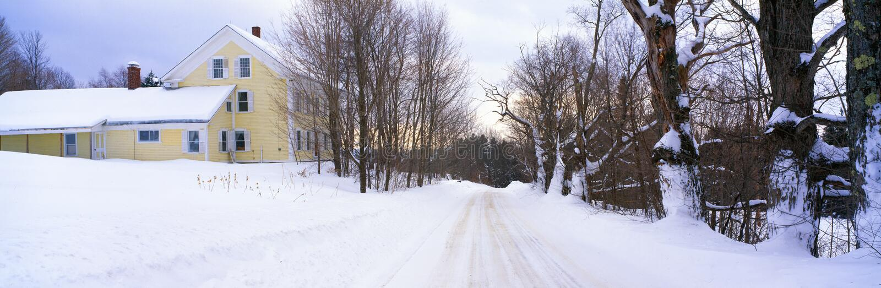Lantgård som räknas i Snow, fotografering för bildbyråer
