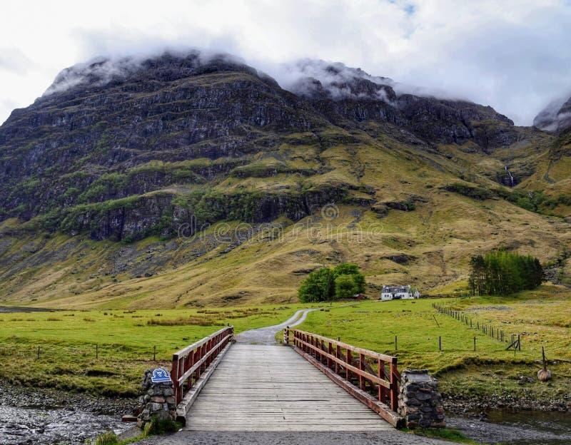 Lantgårdhus, Glencoe, Skottland royaltyfria foton
