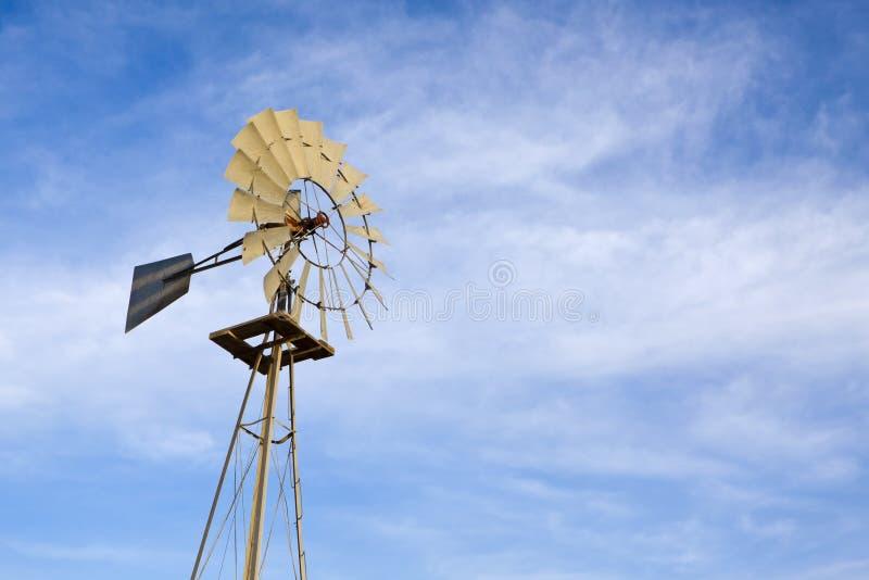 lantgårdwindmill arkivfoto