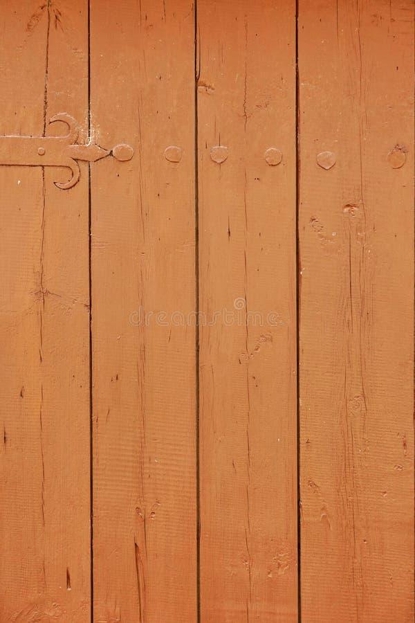 Lantlig brun Wood plankadörr eller portlodlinjebakgrund royaltyfri fotografi