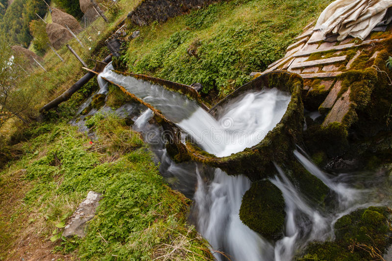 Lantlig bubbelpool royaltyfria foton