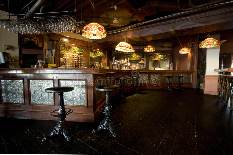 lantlig inre pub för stång royaltyfri bild