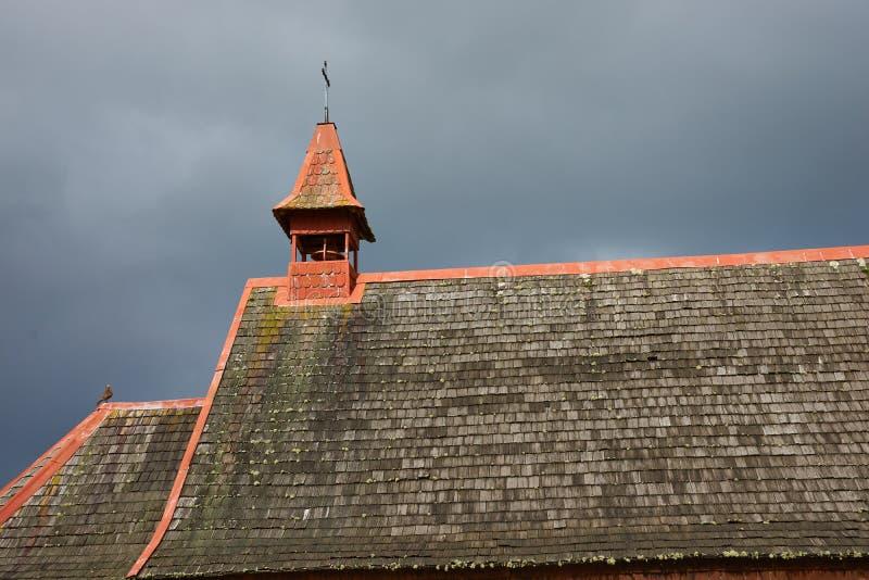 Lantlig kyrka i det chilenska sjöområdet royaltyfri foto