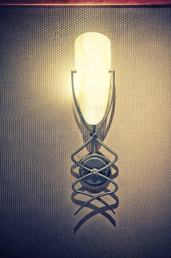 Lantlig lampa för lampett på väggen arkivbild