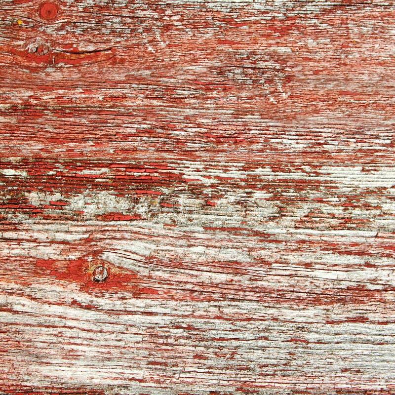 Lantlig röd Barnwood bakgrund royaltyfria foton