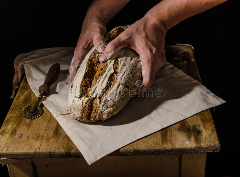 Lantlig sourdough för hemlagat bröd royaltyfri fotografi