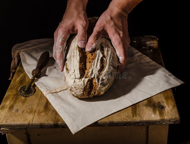 Lantlig sourdough för hemlagat bröd royaltyfria bilder