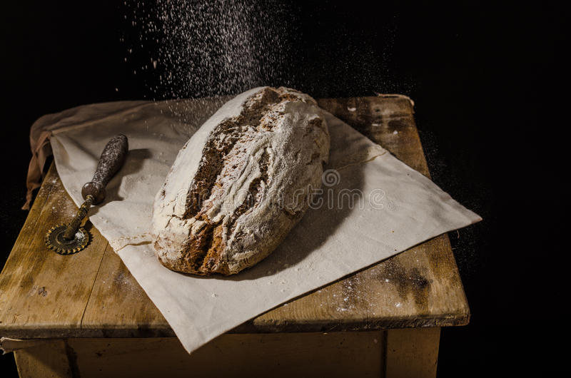 Lantlig sourdough för hemlagat bröd royaltyfri foto