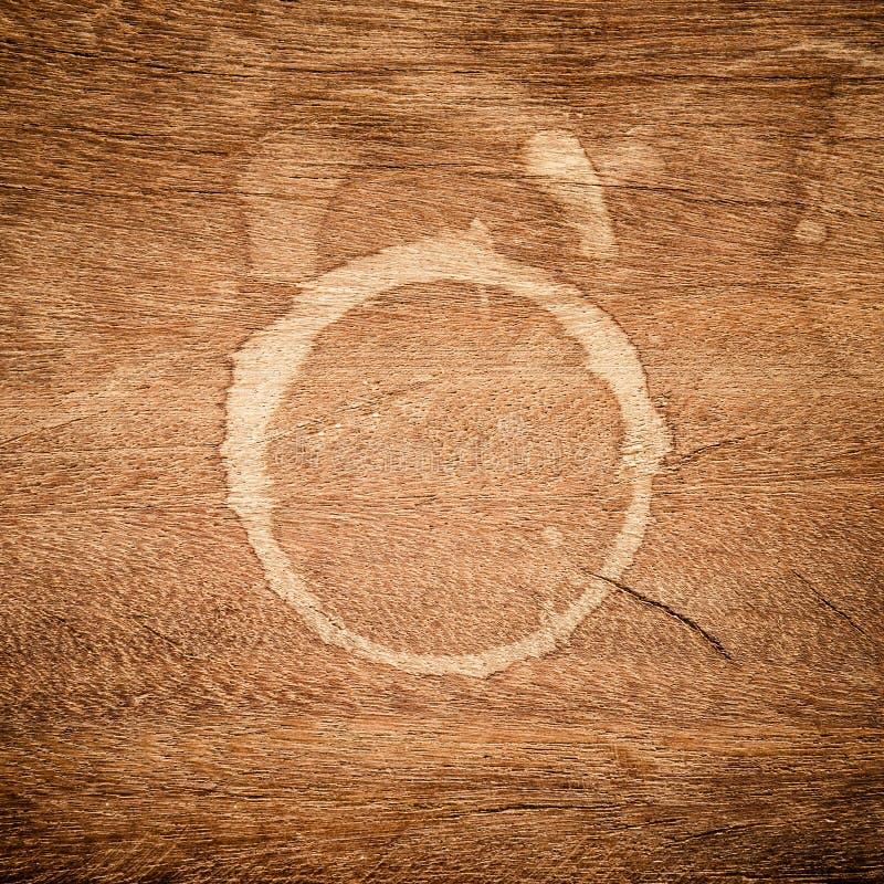 Lantlig träbakgrund med bruna fläckar royaltyfri fotografi