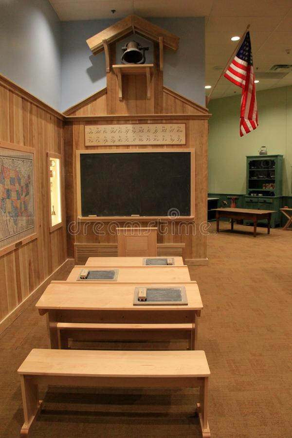 Lantlig utställning av det gammalmodiga klassrummet, det starka museet, Rochester, New York, 2018 royaltyfri bild