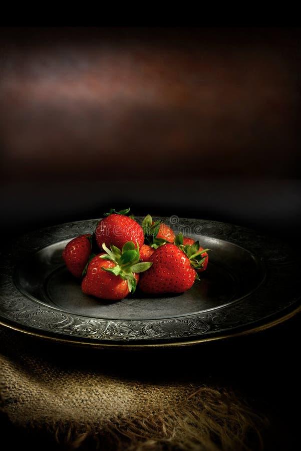 Lantliga jordgubbar II arkivfoto