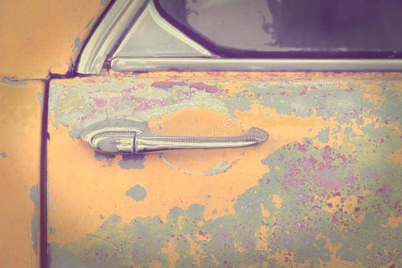 Lantliga Retro Car& x27; s-d?rrhandtag - bild f?r tappningeffektstil royaltyfri fotografi