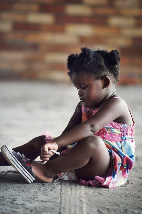 Lantligt afrikanskt barn royaltyfri bild
