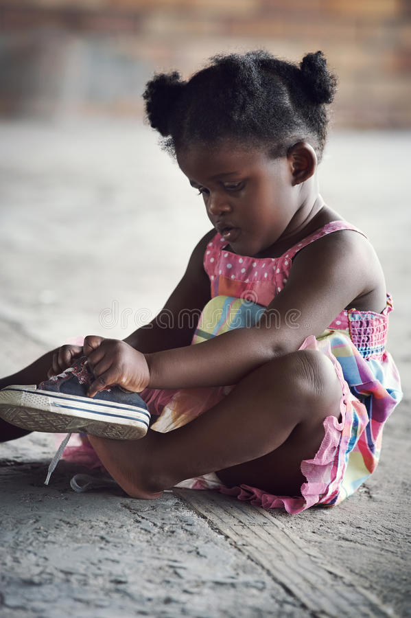 Lantligt afrikanskt barn fotografering för bildbyråer