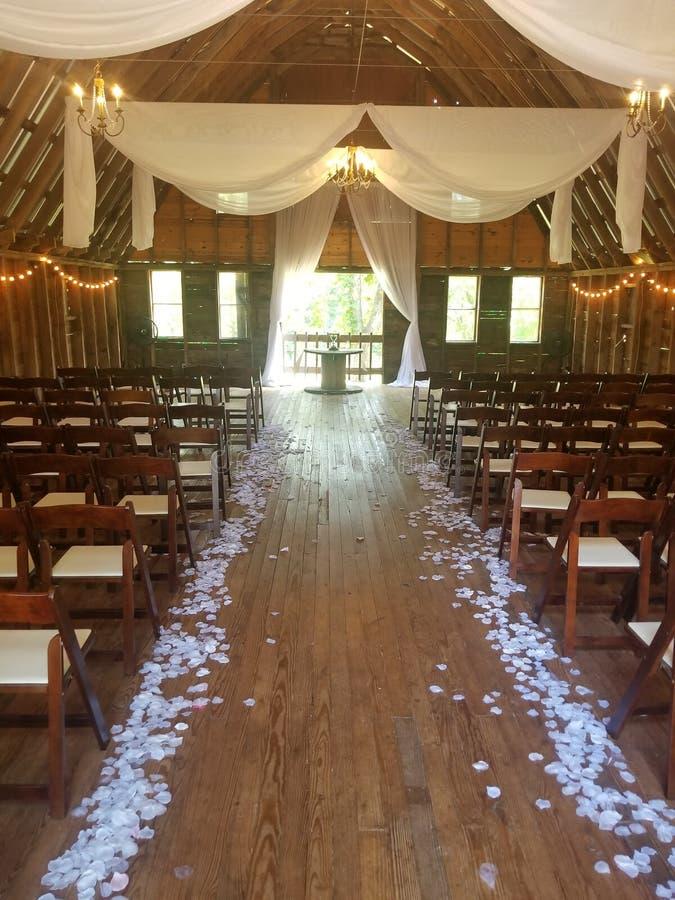 Lantligt bröllop royaltyfri bild