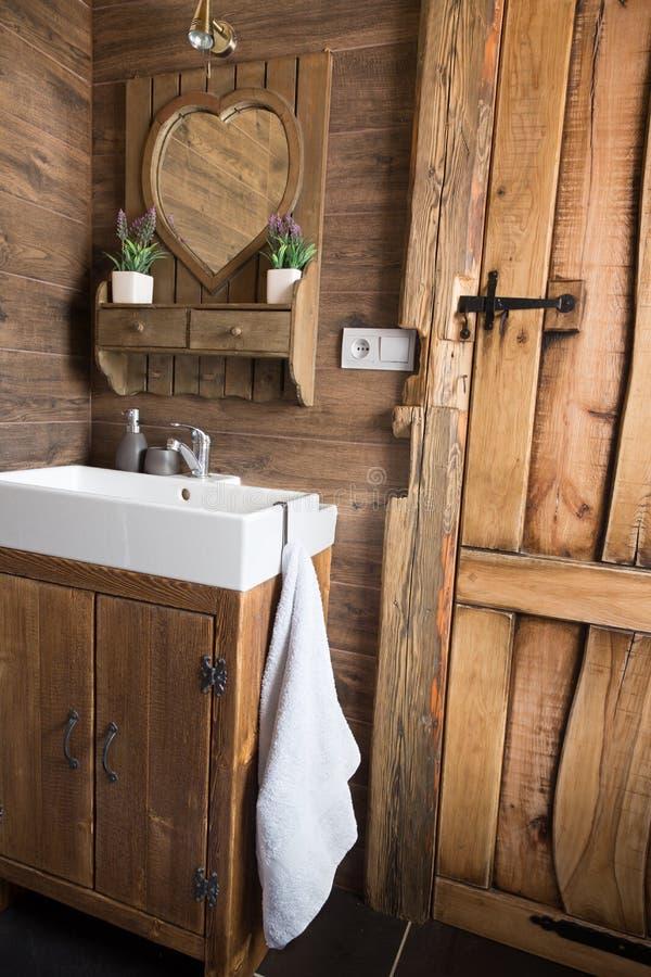 Lantligt dörr för planka busestilför träbräde, badruminre arkivfoton