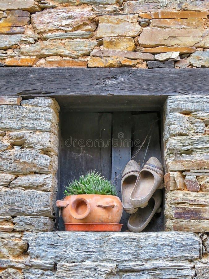 Lantligt fönster i Galicia, Spanien royaltyfri fotografi
