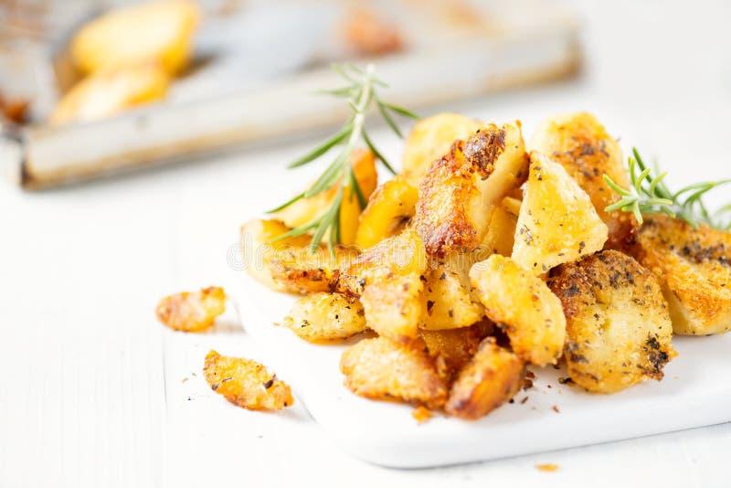Lantligt guld- engelska grillade feta potatisar för anden royaltyfri fotografi