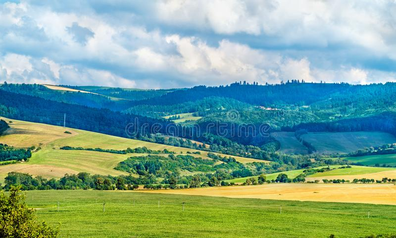 Lantligt landskap av Slovakien på den Spis slotten royaltyfria bilder