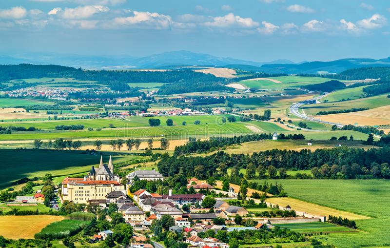 Lantligt landskap av Slovakien på den Spis slotten royaltyfri foto