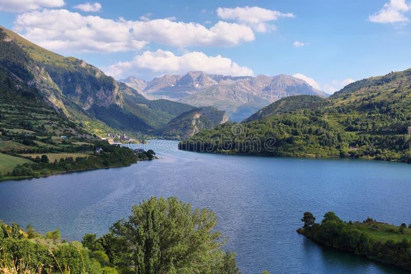 Lanuza-Reservoir in Valle de Tena, Spanien lizenzfreie stockbilder