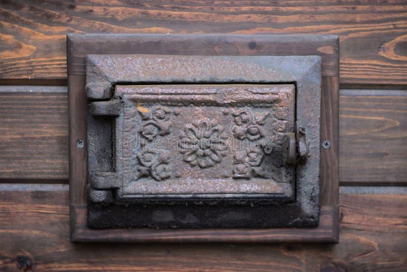 lany żelazny drzwi od dywanika w ścianie fotografia royalty free