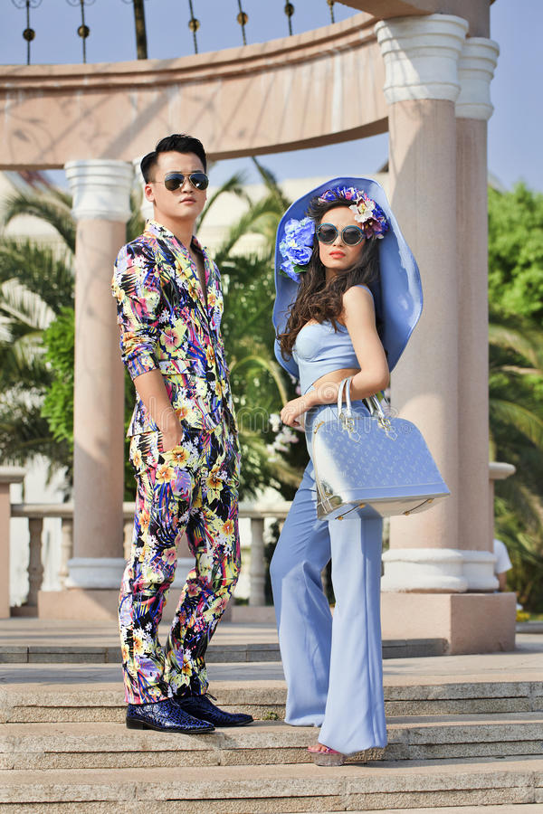 Lanzamiento al aire libre con los modelos chinos, Hengdian, China de la moda imagen de archivo