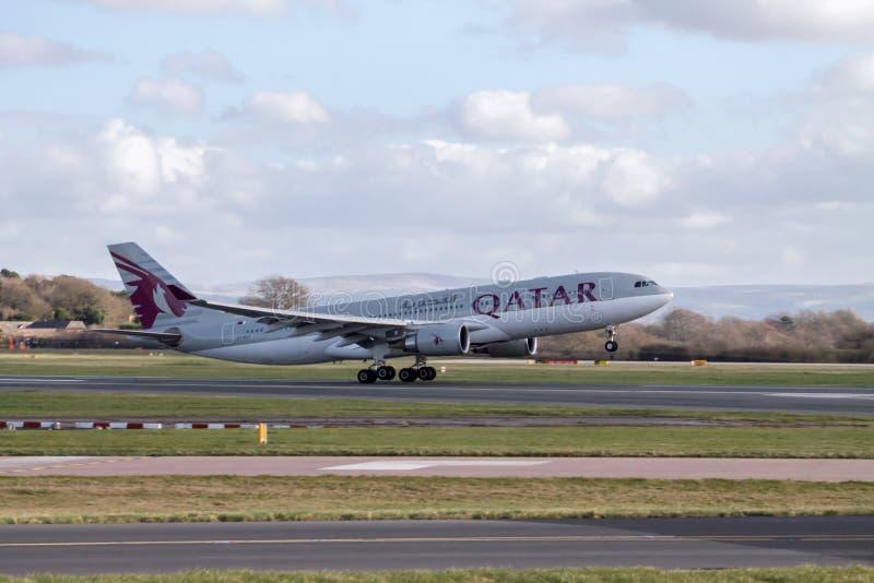 Lanzamiento de Airbus A330 de las líneas aéreas de Qatar imagenes de archivo