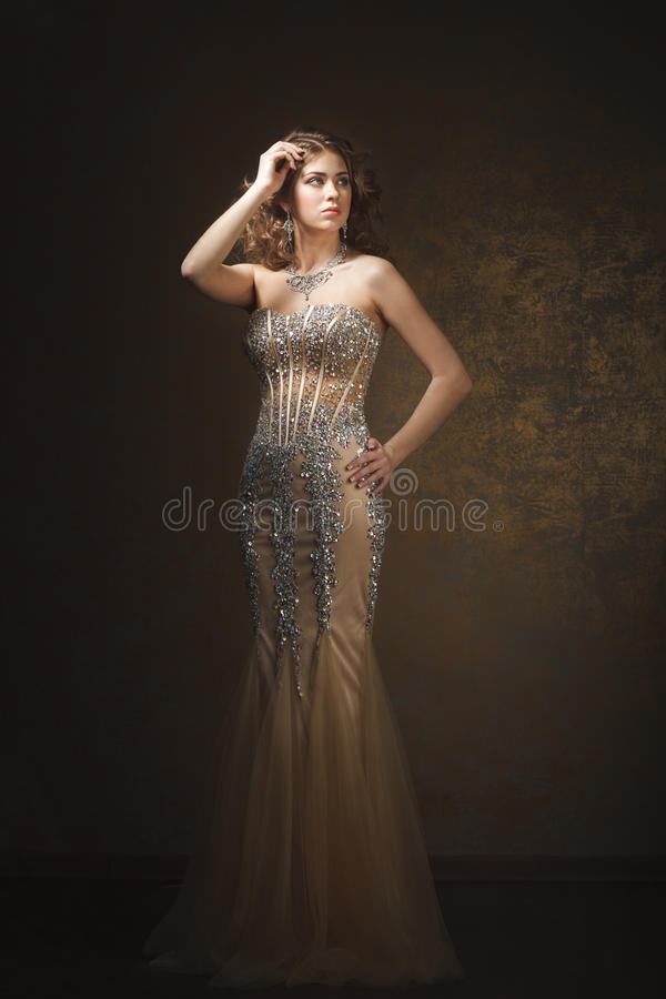 Lanzamiento de la moda de la mujer hermosa Estilo retro fotos de archivo
