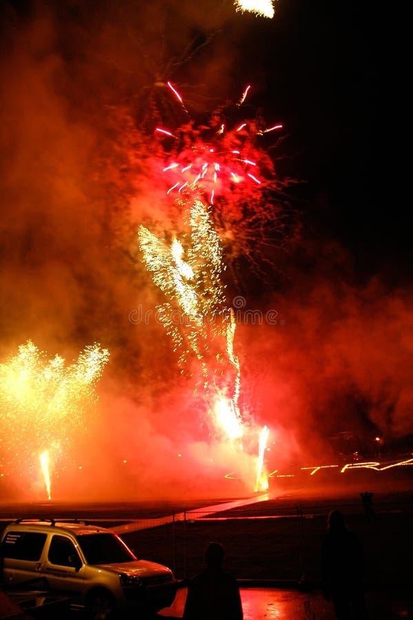 Lanzamiento de los fuegos artificiales imagenes de archivo