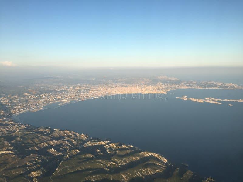 Lanzamiento de Marsella del cielo en viaje llano del viaje del verano del mar de Francia imágenes de archivo libres de regalías