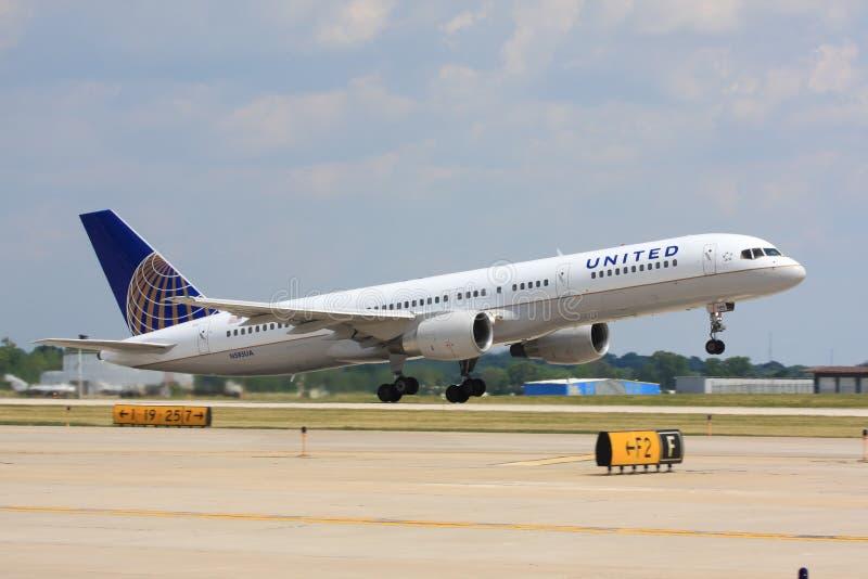 Lanzamiento del aeroplano de United Airlines fotografía de archivo libre de regalías