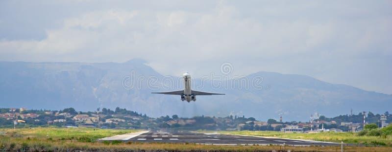Download Lanzamiento Del Avión De Pasajeros Foto de archivo - Imagen de aerotransportado, portador: 1275476