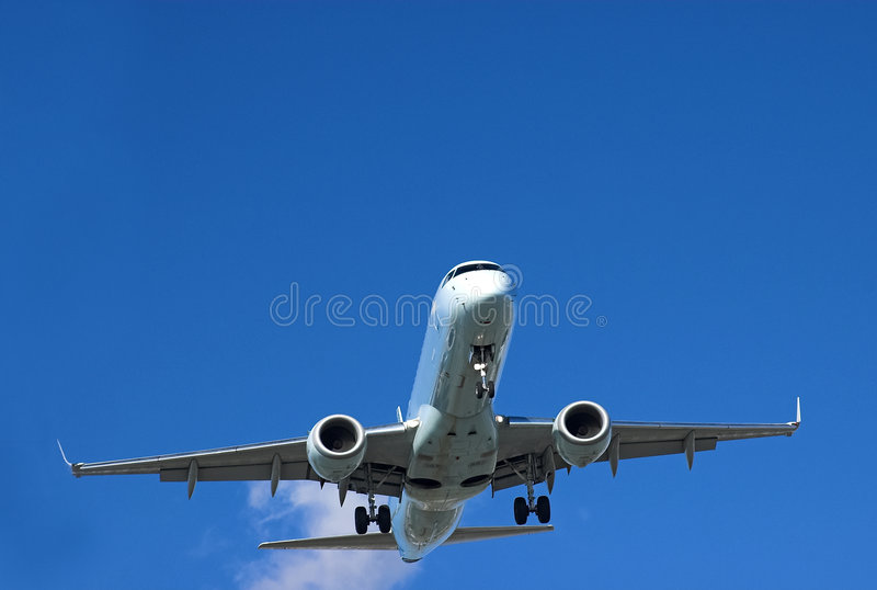 Lanzamiento del avión de pasajeros imagenes de archivo