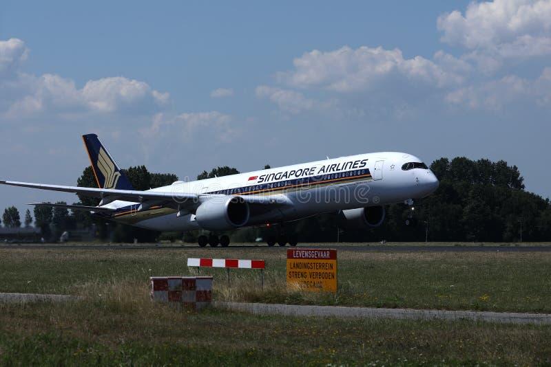 Lanzamiento del avión de Singapore Airlines imágenes de archivo libres de regalías