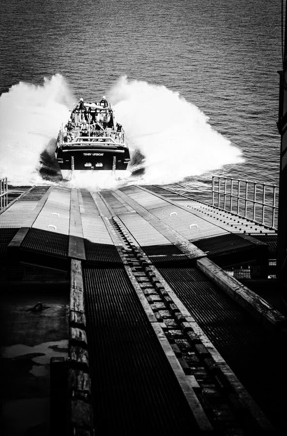 Lanzamiento del bote salvavidas imagen de archivo libre de regalías