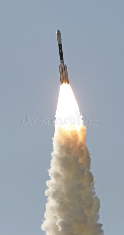 Lanzamiento del cohete del delta imagenes de archivo