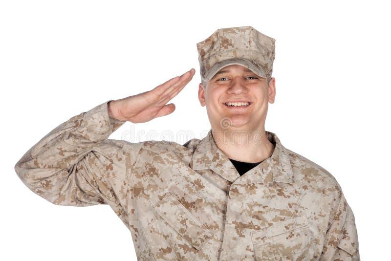 Lanzamiento del estudio del soldado del ejército que saluda y sonriente imágenes de archivo libres de regalías