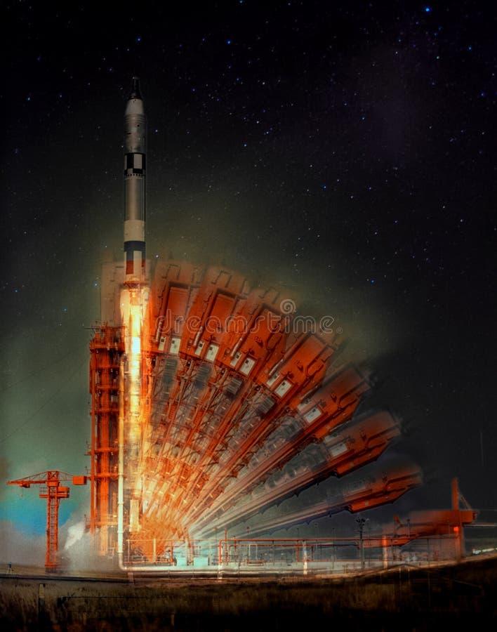 Lanzamiento del misil en la noche ilustración del vector