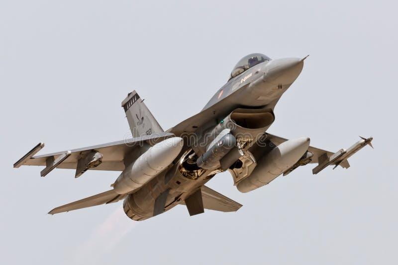 Lanzamiento del portugués F-16. fotografía de archivo