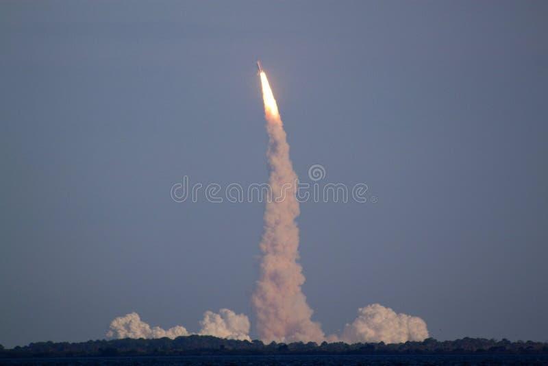 Lanzamiento del STS 133 de la lanzadera de espacio foto de archivo libre de regalías
