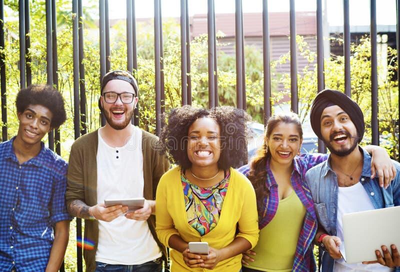 Lanzamiento diverso de los amigos/de los estudiantes imagenes de archivo