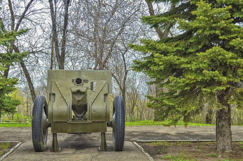122 lanzamiento divisional del modelo 1910 del obús del milímetro 1930, que estaba en servicio con las tropas del ejército soviét fotografía de archivo libre de regalías