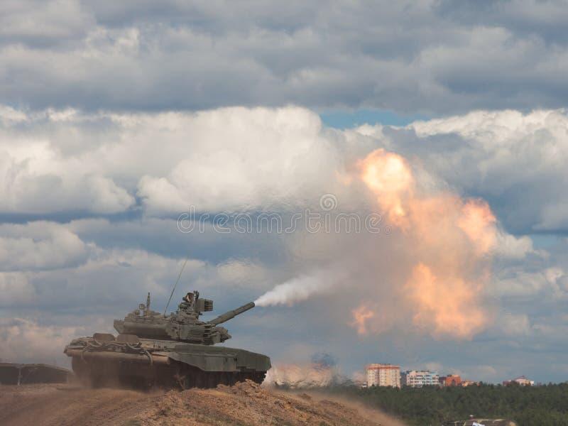 Lanzamiento. Tanque de batalla principal ruso. fotografía de archivo libre de regalías