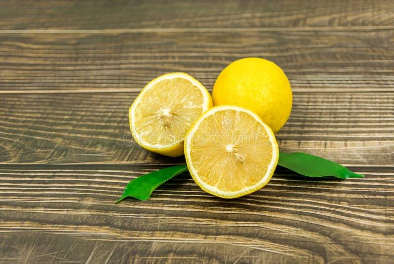 lanzamientos Limón-frescos en el estudio fotos de archivo