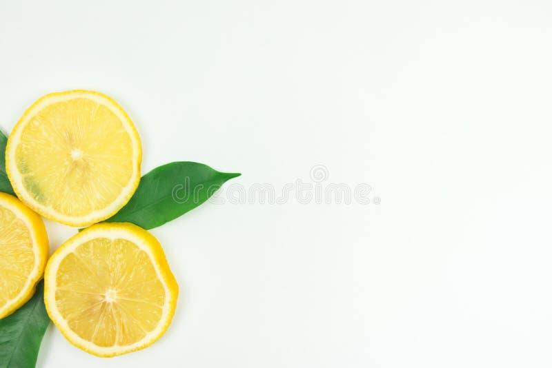lanzamientos Limón-frescos en el estudio foto de archivo libre de regalías